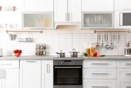 """Nossos decoradores prepararam 8 dicas incríveis que irão te ajudar a decorar o lugar mais """"delicioso"""" da casa. Confira Como organizar a Cozinha."""